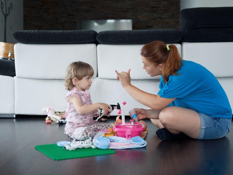 Podporiť deti s poruchou sluchu sa štátu oplatí